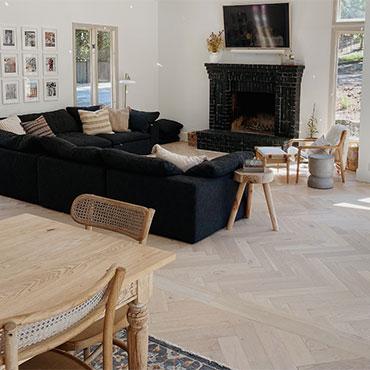Family Room/Dens   Monarch Plank Hardwood Flooring